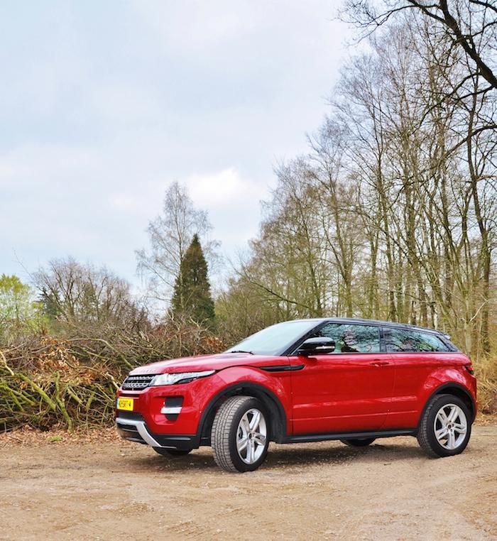 Range Rover Evoque-femmefrontaal-zij