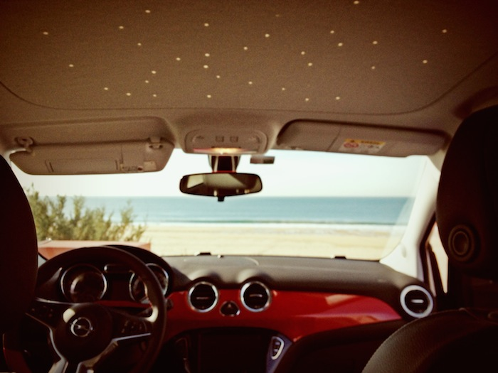 Opel ADAM_femmefrontaal_sterrenhemel