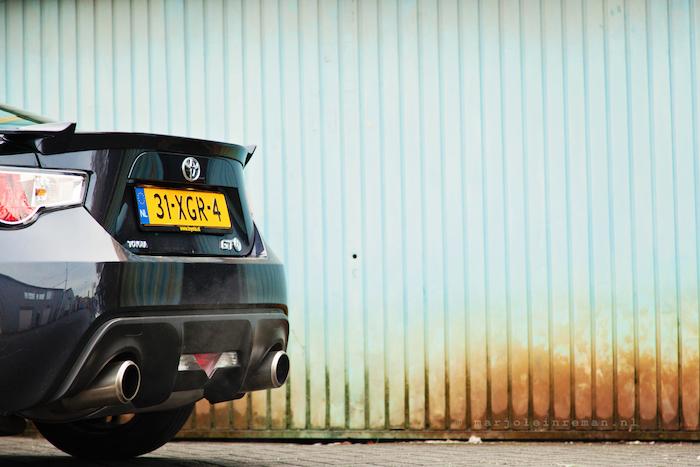 ToyotaGT86-femmefrontaal-achter