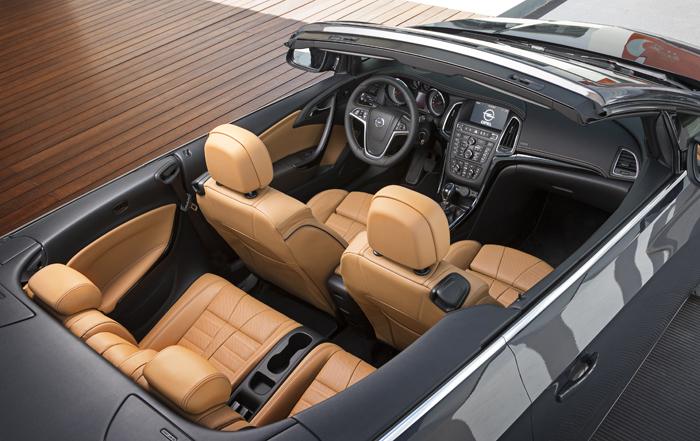 Opel Cascada_femmefrontaal_interieur