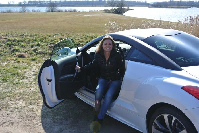 PeugeotRCZ_femmefrontaal_deur