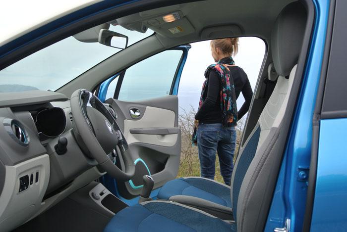 RenaultCaptur_femmefrontaal_doors