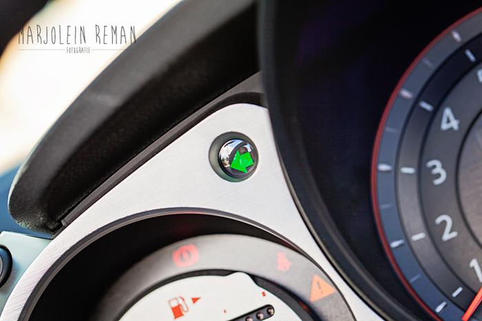 Peugeot308_femmefrontaal_klokjes