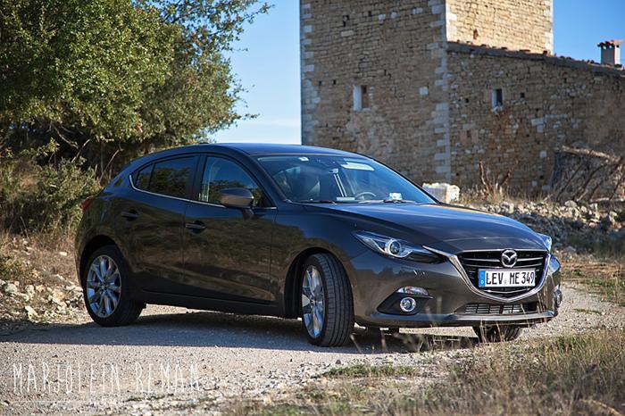 Mazda3_femmefrontaal_grijs