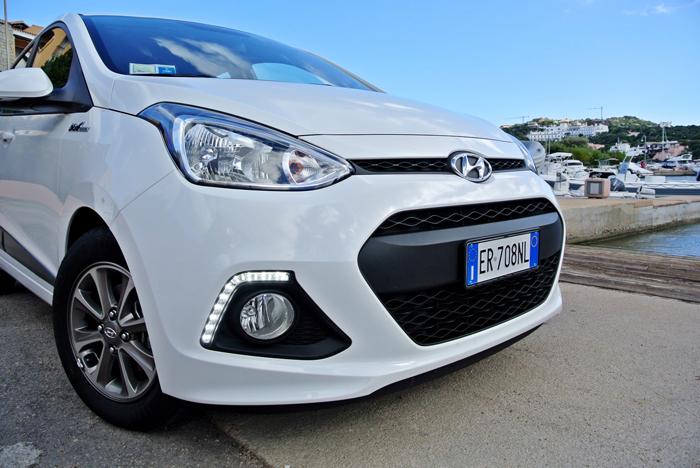 Hyundaii10_femmefrontaal_voor