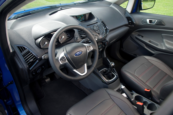 Ford_EcoSport_femmefrontaal_interieur