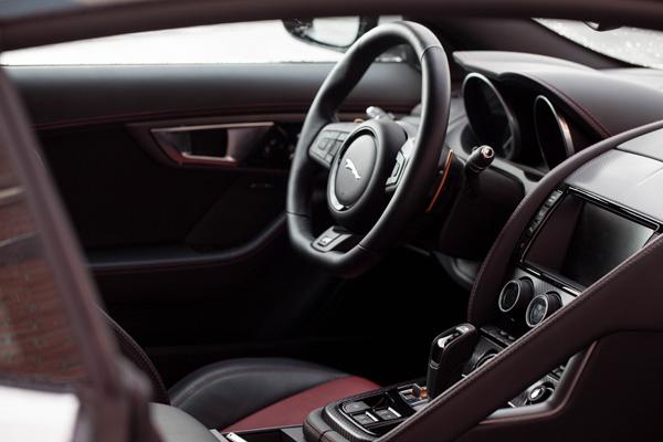 Jaguar FTYPE dashboard