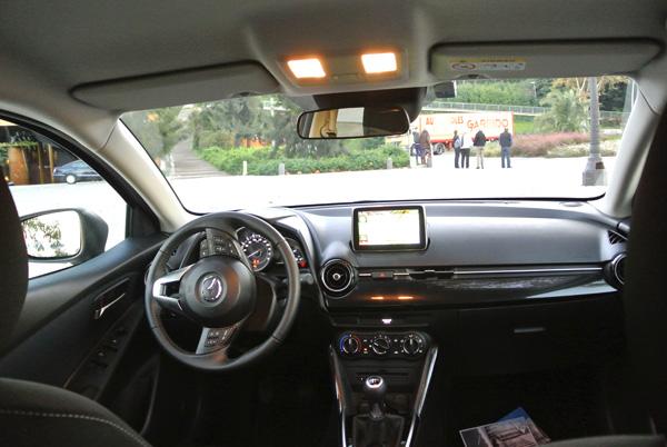 Mazda2_interieur