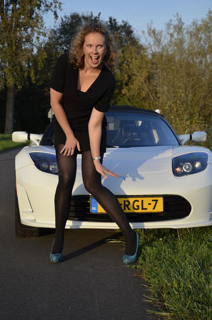 Tesla roadster_femmefrontaal_janneke