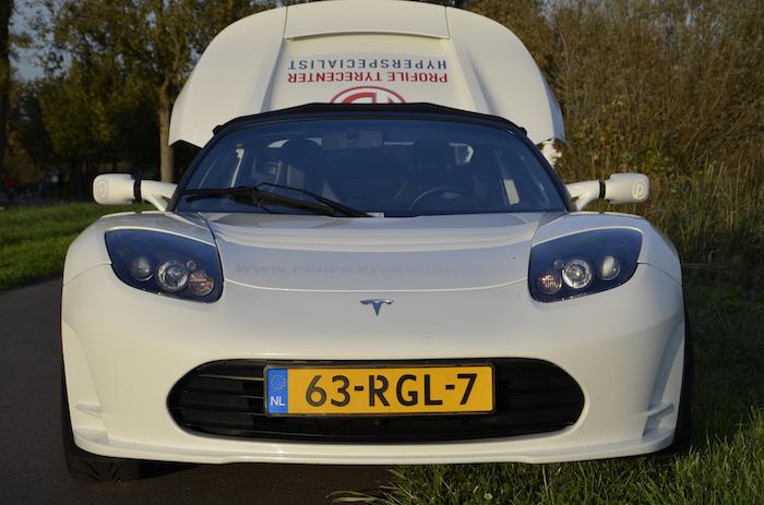 Tesla roadster_femmefrontaal_voor
