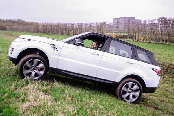 Range-Rover-Sport-Hybrid_offroad