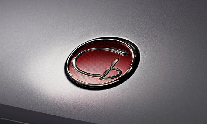 ToyotaGT76cb_femmefrontaal_logo